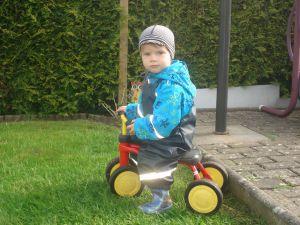 Kind-auf-dem-Dreirad