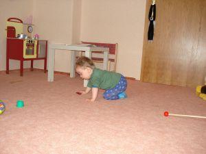 Kind-beim-Krabbeln
