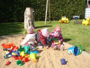 Kinder-im-Sandkasten